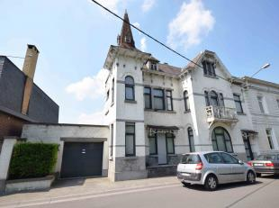 Visites au 0475/850.990. Sur la commune de Morlanwelz, superbe Maison de maître entièrement rénovée comprenant: Au rez: hal