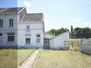 Située à la limite entre Mont-Sur-Marchienne et Montigny-Le-Tilleul, Agréable maison 3 façades avec jardin comprenant: Au