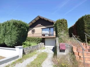 Agréable villa dans quartier résidentiel comprenant: Au rez: Hall d'entrée, salon, salle-à-manger, cuisine équip&ea