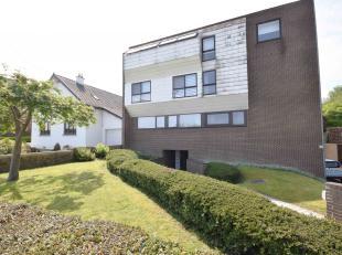 Appartement idéalement situé dans quartier résidentiel comprenant: Hall d'entrée, salon, salle-à-manger, cuisine, s
