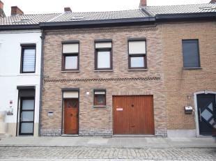 Très belle maison 5 chambres, garage et jardin comprenant: Au rez: Hall d'entrée, salon, salle-à-manger, cuisine équip&eac