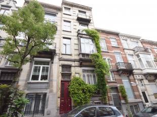 Appartement idéalement situé aménageable en deux chambres comprenant: Séjour, cuisine, balcon, salle de bains, une grande