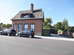 Superbe Villa + ENTREPOT de 145m².<br /> Villa comprenant: Au rez: Hall d'entrée, salon, salle-à-manger, cuisine équip&eacut