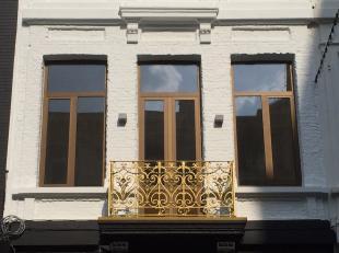 Gloednieuw luxueus triplexappartement op centrale toplocatie. Het appartement omvat de 1ste 2de en 3de verdieping van een voormalige herenwoning welke