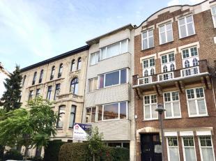Prachtig gelegen gelijkvloers appartement met zonnige tuin in de befaamde Van Putlei! Centrum Antwerpen in straat met monumentale herenwoningen. Indel