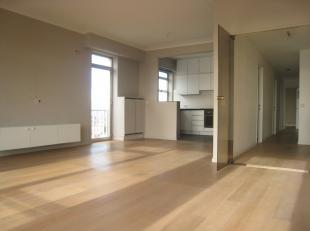 Zonnig hoekappartement op toplocatie te Antwerpen: vlakbij winkels, parken, openbaar vervoer, scholen....Moderne leefruimte met open keuken, parketvlo