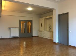 Centraal gelegen ruim appartement te Antwerpen-Zuid! 3de verdieping met lift! Dankzij de 3 slaapkamers is dit een ideaal appartement voor co-housing!H