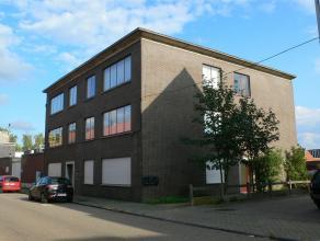 Apostoliekenstraat 105 /2 : euro 590+ euro 50 (garage) (+ autostaanplaats optioneel aan euro 10): zeer ruim en licht, instapklaar appartement op de 1s