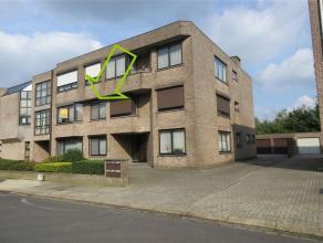 prima onderhouden en ruim appartement op de eerste verdieping, met 2 slaapkamers en terras + garage achter het gebouw (verplicht bij aan te kopen aan