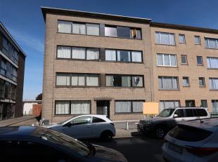 Duifhuisstraat 24 / 5 : 525 +  25 /p.p. :  LIFT - opgefrist appartement (nieuwe laminaat, nieuwe vloeren) op de 4de verdieping rechts,  rustige liggin