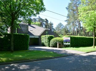 Deze knap ontworpen villa is gelegen in een residentiele en bosrijke omgeving nabij het centrum van Beerse en de autostrade E34 (Antwerpen - Eindhoven