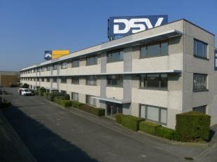 Het betreft verschillende kantoorruimtes met zichtlocatie vanop de E17. De kantoren hebben een totale oppervlakte van 390 m², bestaande uit 3 ver