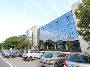 Welgelegen kantoorruimte met een oppervlakte van 1.101 m² te huur nabij de E40 te Zwijnaarde. De ruimte bevindt zich op de eerste verdieping en i