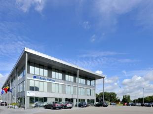 Fantastisch gelegen opslagruimte van 751 m² met 400 m² atelier en 1.781 m² kantoorruimte te huur op zichtlocatie aan de E19 te Borgerho