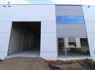 KMO-gebouw van 378 m² te koop in een nieuwe ontwikkeling nabij de Knokkeweg. Ideale ruimte gemaakt voor opslag/productie/atelier en een zeer goed