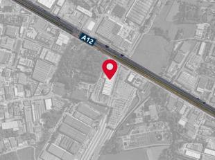 Welgelegen terrein van 10.000 m² te huur op een toplocatie langsheen de A12 te Wilrijk, aan centrale parking 'Autostad'. Het perceel kan voor div
