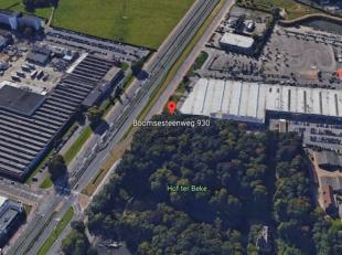 Vlot bereikbaar terrein van 6.300 m² te huur langsheen de A12 te Wilrijk, aan centrale parking 'Autostad'. Het terrein kan voor diverse doeleinde
