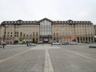 Verschillende open en moderne kantoorruimtes te huur in het welgekende en multifunctionele 'Urbiscomplex' op het Woodrow Wilsonplein te Gent Zuid. Uit