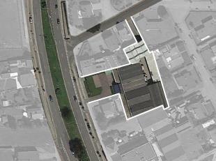 De handelsruimte van ca. 2.000 m² met 8 parkeerplaatsen is uitermate goed gelegen langsheen de commerciële en gekende Natiënlaan te Kno