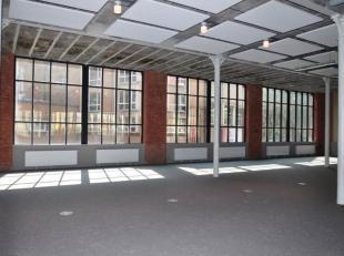 Unieke en instapklare loftkantoren te koop in het centrum van Aalst, aan het vernieuwde Werfplein en vlak bij het station en het stadscentrum. De lich