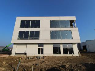 Prachtig bedrijfsgebouw met de combinatie kantoren en opslagruimte te koop in de nieuwe KMO-ontwikkeling gelegen in industrieterrein Lakeland te Aalte