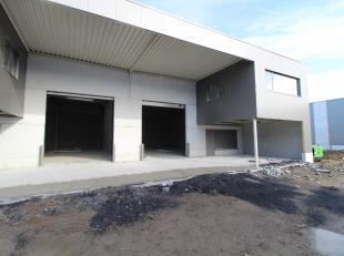 KMO-gebouw van 216 m² met mezzanine van 72 m² te koop in een nieuwe ontwikkeling nabij de Knokkeweg te Aalter. De loods is voorzien van een