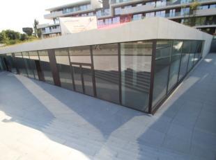 Nieuwbouw kantoorruimte van 194 m² te koop in residentie 'Lappersfort', gelegen vlak bij de Brugse Vaart en de N50. De knappe ruimte geniet van v