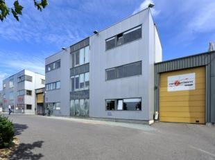 Lichtrijke kantoorruimte van 150 m² te huur op een toplocatie aan de E19. Ook andere oppervlaktes mogelijk, alsook magazijnruimtes. Voor bijkomen