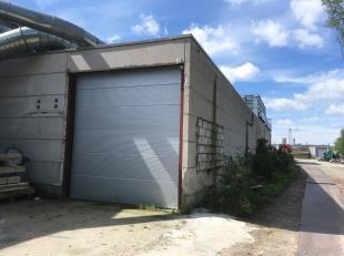 Het betreft een magazijnruimte van 237 m², gelegen op de industriezone Wildenburg te Wingene. De loods die toegankelijk is via een automatische s