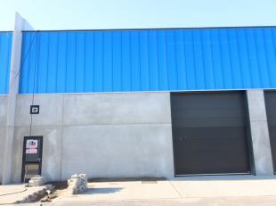 Nieuwbouw magazijnruimte met een oppervlakte van 191 m² te huur in Oostende. De loods zal toegankelijk zijn via een automatische sectionale poort