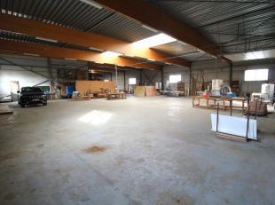 KMO-terrein van een +- 2.700 m² met daarop een ruim bedrijfsgebouw van 1.140 m² bestaande uit 2 gedeelten van 840 en 300 m². Beide maga