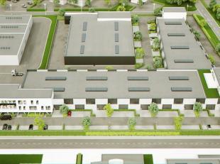 Prachtige KMO-unit met 871 m² opslag/productieruimte en 747 m² lichtrijke kantoorruimte/showroom te koop te Mechelen. De loods is voorzien v