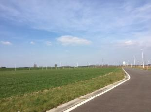 Industriegrond van 6.746 m² te koop, gelegen nabij de R4 en de Haven van Gent. Het perceel is geschikt voor een zeer brede waaier van activiteite