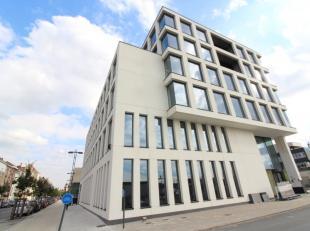 State-of-the-art kantoren te huur te Gent, nabij de R4 en station Gent-Sint-Pieters. De nieuwbouw kantoorruimtes zijn voorzien van meubilair, internet