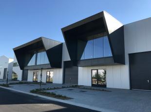 Nieuwbouw magazijn met een oppervlakte van 352 m² te koop op een toplocatie nabij de E19 te Mechelen. De casco loods is voorzien van een lichtstr