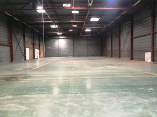 Dépôt de 2.000 m² avec 500 m² de bureaux à louer à une location fantastique, le long le R0 et l'E40 à Gran