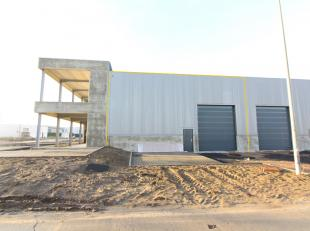 Nagelnieuwe KMO-unit van 248 m² op een terrein van 382 m² te koop nabij de Torhoutsesteenweg te Zedelgem. Combineerbaar met kantoorruimte/wo