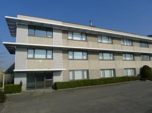 Fantastisch gelegen kantoorruimte met een oppervlakte van 260 m² te huur met zichtlocatie vanop de E17 te Menen. Het uitgeruste kantoor (2 x 130