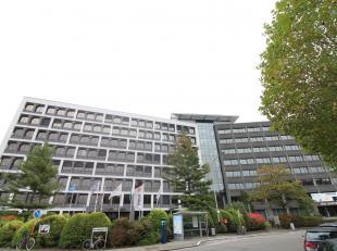 Professionele kantoorruimte met een oppervlakte van 1.188 m² te huur nabij de Gentse Binnenring (R40) te Gent.De kantoren zijn voorzien van alle
