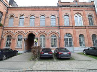 Karaktervolle kantoorruimte op een leuke locatie nabij de binnenring in Gent-Centrum. Het kwalitatieve kantoor is reeds ingedeeld in verscheidene kant
