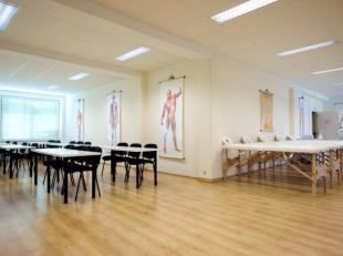 Instapklare kantoorruimte met een oppervlakte van 1.414 m² te huur nabij de E17 te Gent. Het kantoor wordt momenteel gerenoveerd en is reeds inge