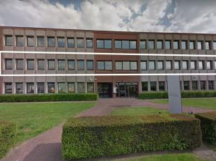 Bureau de 455 m² à louer, situé magnifique auprès le R0 à Grand-Bigard. Il y a un kitchenette, alarm, parking. Tr&egr