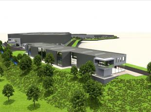 Logistiek pand bestaande uit 2.745 m² opslagruimte met 4 laadkades te huur nabij de R0 te Lembeek. De loods heeft een vrije hoogte van 8 m, mogel