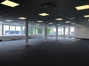 Bureau qualitative de 265 m² à louer à une location fantastique avec visibilité du R0 à Grand--Bigard. Le bureau lumi
