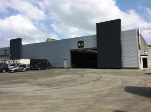 Bâtiment industriel de 2.246 m² avec 235 m² de bureaux et 1.200 m² de stockage extérieur (privatif) sur un site de 5.876 m
