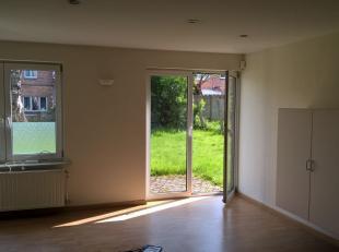 Commercieel gelegen kantoorruimte van 120 m² te huur, toplocatie langs de bedrijvige Dokter H. Folletlaan die overgaat in de Steenweg op Brussel