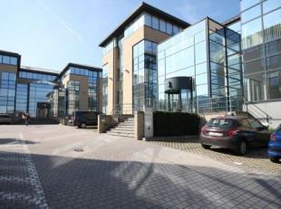 Bureau qualitatif de 371 m² à louer à Grand-Bigard. Le bureau lumineux est situé dans le Inter Access Park avec airco, deux
