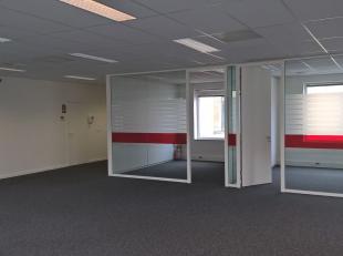 Bureau qualitatif de 715 m² à louer auprès le R0 à Grand-Bigard. Le bureau lumineux est situé dans le Inter Access Pa