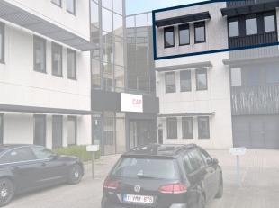 Bureau de 266 m² avec des places de parking à louer avec visibilité du Pontbeeklaan, à la périphérie de Bruxel