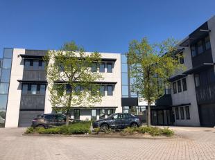 Bureau de 188 m² avec des parkings à louer avec visibilité du Pontbeeklaan, à la périphérie de Bruxelles (Zell